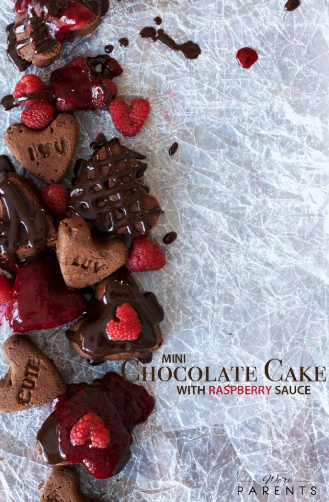 mini chocolate cake recipe with raspberry sauce
