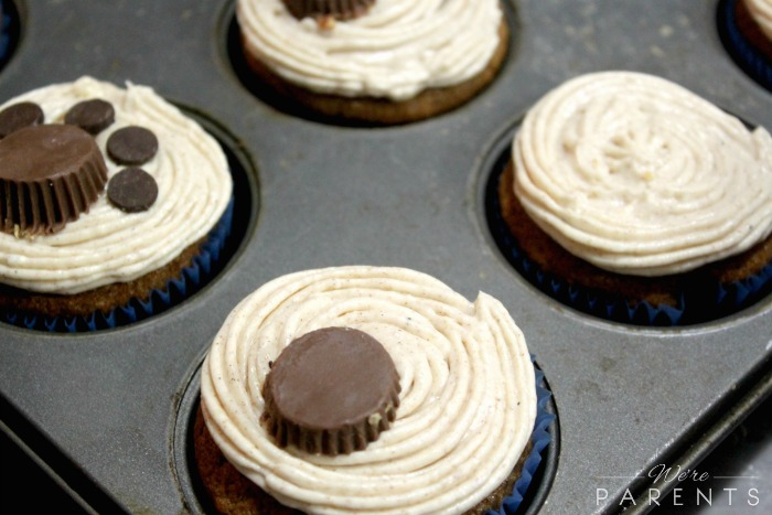 paw print cupcakes
