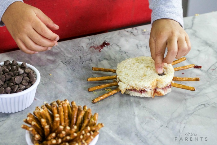 peanut-butter-and-jelly-spider-sandwich