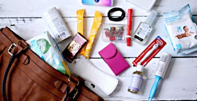 15 Essentials for a Woman's Everyday Travel Bag